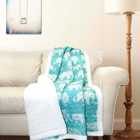 Blanket white and light green