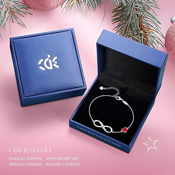 Heart symbol ladies charm bracelet