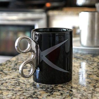 Coffee mug with scissor handle