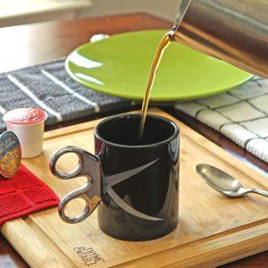 Mug with a scissor handle